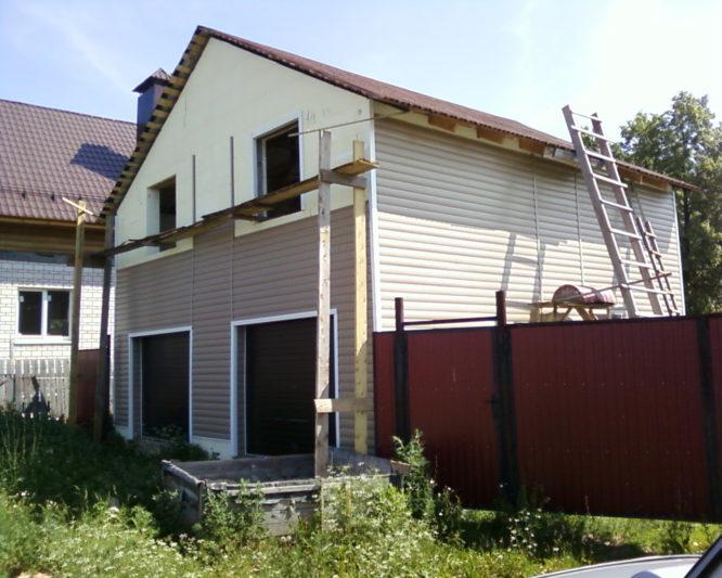 Двухэтажный гараж из пеноблоков